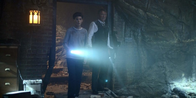 Check out a new Gotham tv spot in which Bruce Wayne (David Mazouz) explores the cave that he and Alfred (Sean Pertwee) discovered in the season finale.