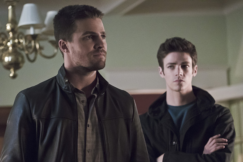 The Flash and Arrow Crossover Photos Debut