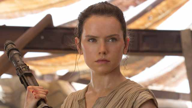 Daisy Ridley has today shared a new Star Wars workout video that makes an effort to conceal the new Rey hairstyle we'll be seeing in Episode VIII next year.