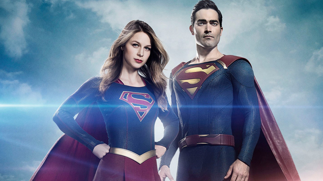 Supergirl is now filming outdoor sequences for season two and, thanks to video shot by a fan, you can check out Tyler Hoechlin as the new Superman in action.
