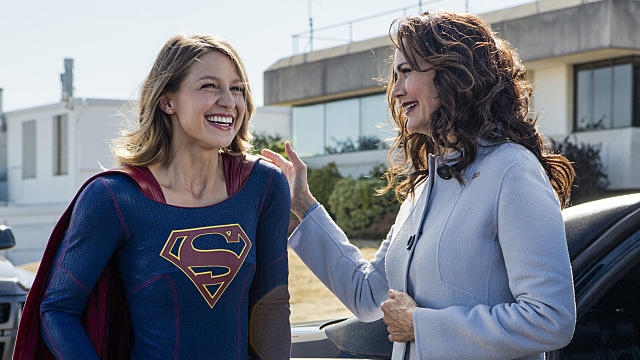 """Check out new stills from Supergirl 2x03, titled """"Welcome to Earth"""". Plus, check out the latest updates on November's four-show DC Comics crossover!"""
