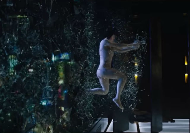Today Paramount Pictures has released a Ghost In the Shell extended clip of Scarlett Johansson's Major and her infamous building jump.