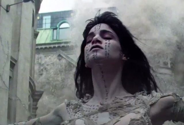 Watch the new teaser for The Mummy starring Tom Cruise and Sofia Boutella