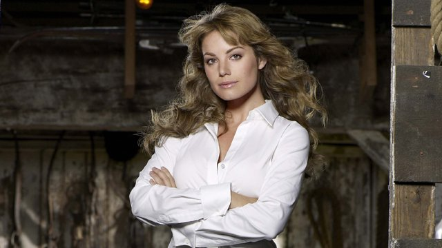 Smallville star Erica Durance is joining the next season of Supergirl. She'll replace Laura Benanti as Alura when the CW show returns for season three.