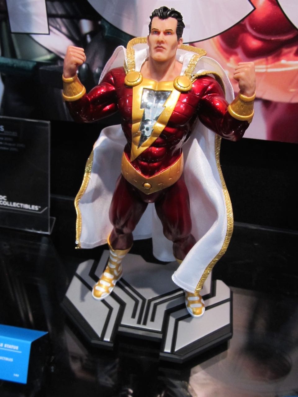 DC Icons Captain Marvel Statue