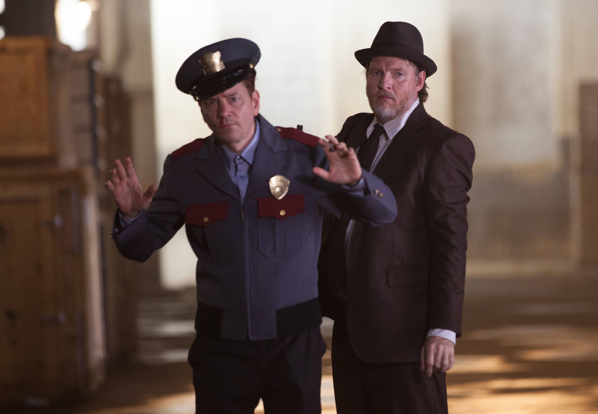 """GOTHAM: Bullock (Donal Logue, R) apprehends a suspect (guest star Frank Whaley, L) in the """"Selina Kyle"""" episode of GOTHAM airing Monday, Sept. 29 (8:00-9:00 PM ET/PT) on FOX. ©2014 Fox Broadcasting Co. Cr: Jessica Miglio/FOX"""