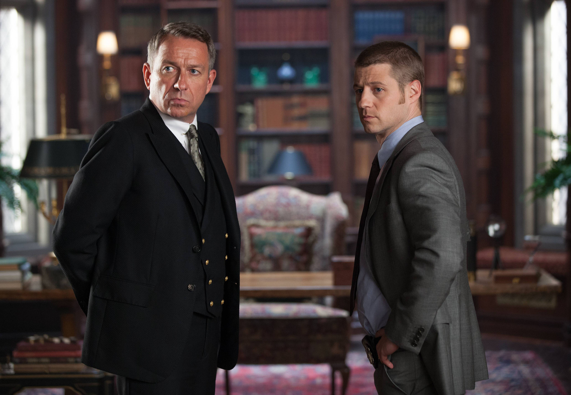 """GOTHAM: Alfred (Sean Pertwee, L) discusses Bruce's well-being with Detective Gordon (Ben McKenzie, R) in the """"Selina Kyle"""" episode of GOTHAM airing Monday, Sept. 29 (8:00-9:00 PM ET/PT) on FOX. ©2014 Fox Broadcasting Co. Cr: Jessica Miglio/FOX"""
