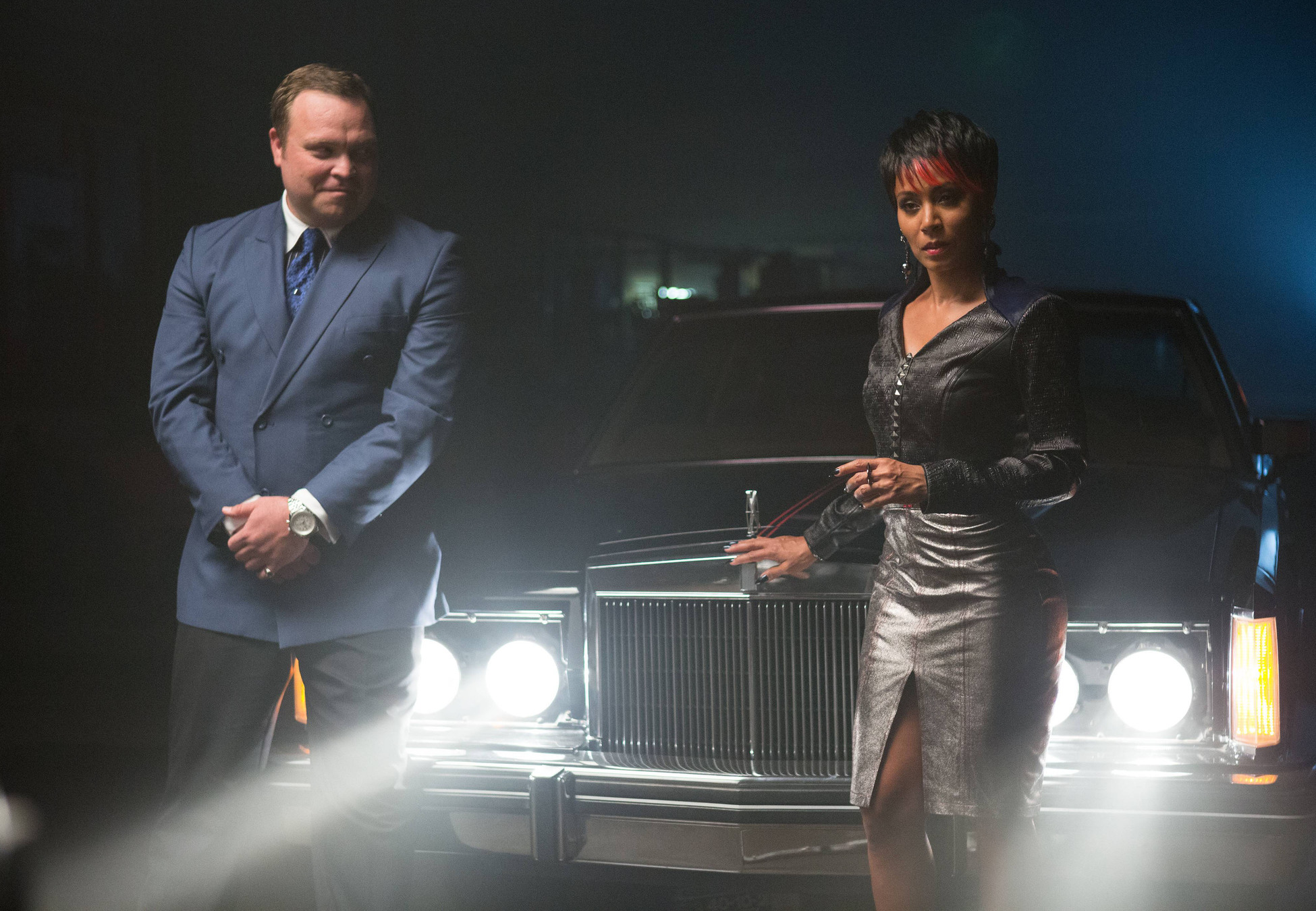 """GOTHAM: Fish Mooney (Jada Pinkett Smith, R) and Butch Gilzean (guest star Drew Powell, L) test a potential business associate in the """"Arkham"""" episode of GOTHAM airing Monday, Oct. 13 (8:00-9:00 PM ET/PT) on FOX. ©2014 Fox Broadcasting Co. Cr: Jessica Miglio/FOX"""