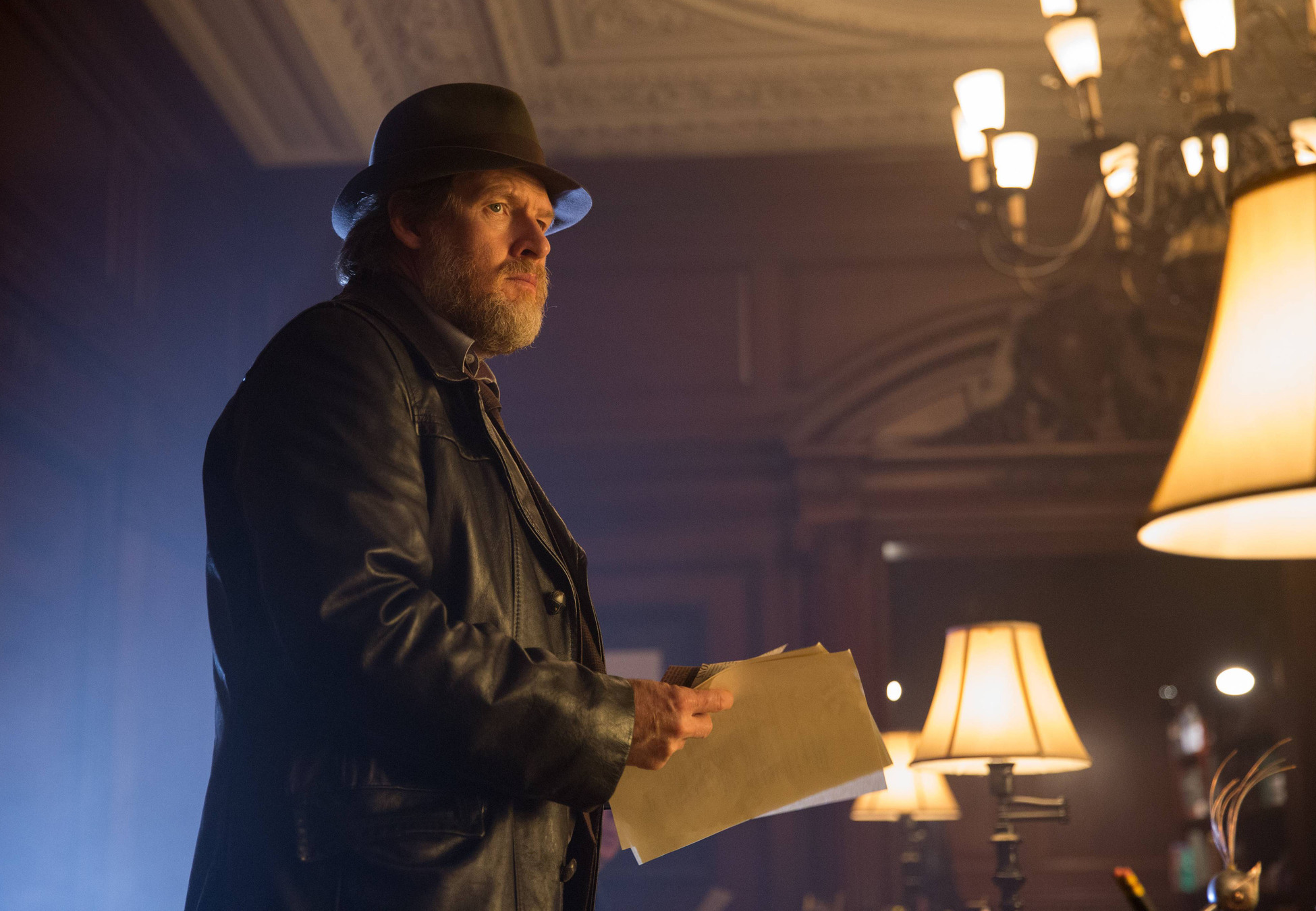 """GOTHAM: Detective Harvey Bullock (Donal Logue) tracks a suspect in the """"Arkham"""" episode of GOTHAM airing Monday, Oct. 13 (8:00-9:00 PM ET/PT) on FOX. ©2014 Fox Broadcasting Co. Cr: Jessica Miglio/FOX"""