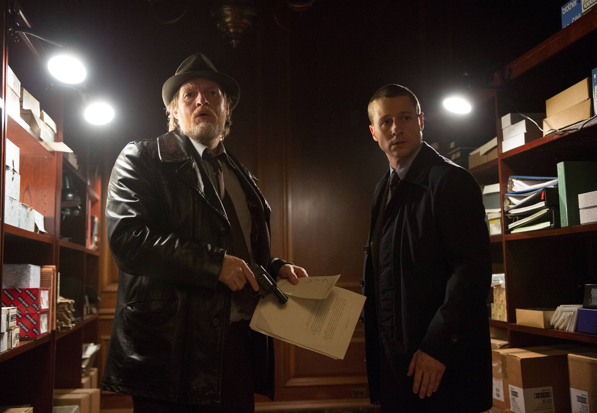 """GOTHAM: Detectives Harvey Bullock (Donal Logue, L) and James Gordon (Ben McKenzie, R) find a piece of evidence in the """"Arkham"""" episode of GOTHAM airing Monday, Oct. 13 (8:00-9:00 PM ET/PT) on FOX. ©2014 Fox Broadcasting Co. Cr: Jessica Miglio/FOX"""