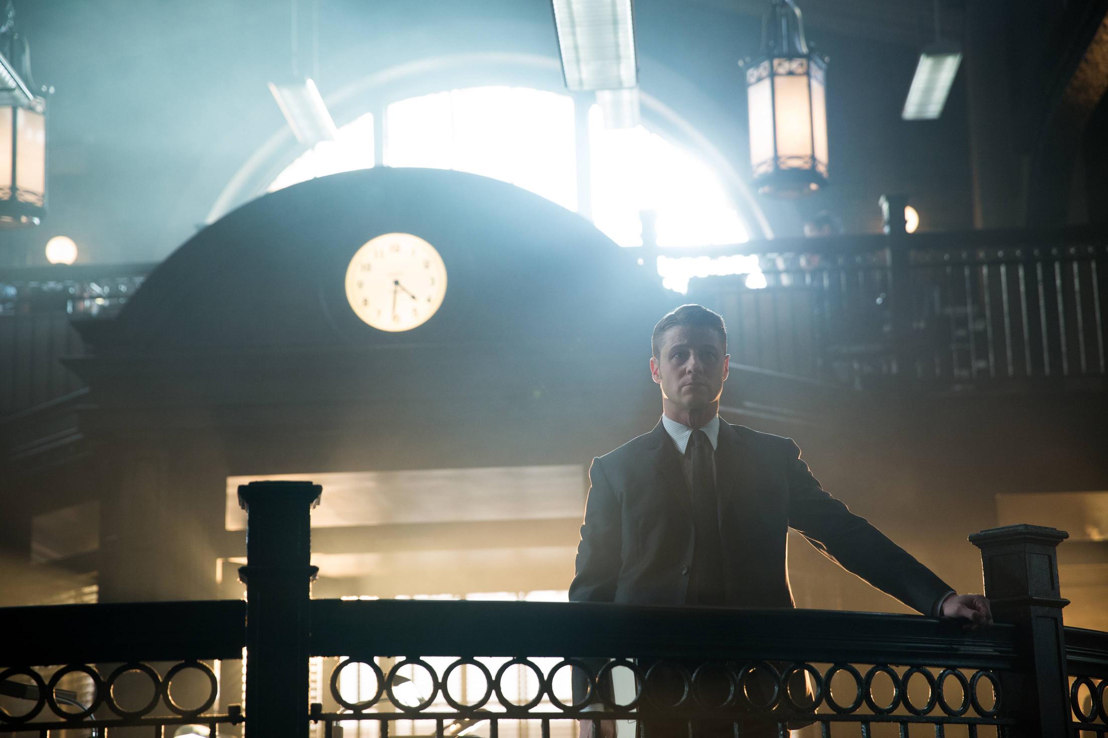 "GOTHAM: Benjamin McKenzie (Gordon) appears in the ""Beasts of Prey"" episode of GOTHAM airing Monday, April 13 (8:00-9:00 PM ET/PT) on FOX. ©2015 Fox Broadcasting Co. Cr: Jessica Miglio/FOX"