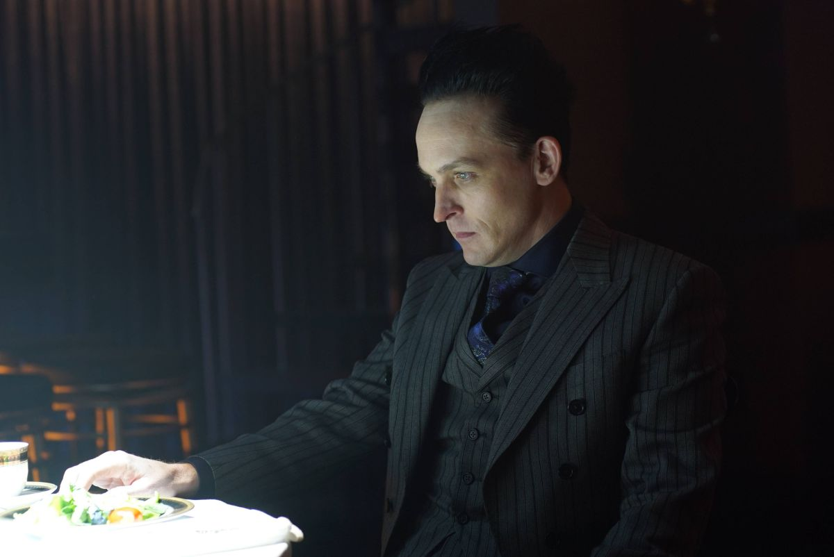 """GOTHAM: Robin Lord Taylor in the """"A Dark Knight: Hog Day Afternoon"""" episode of GOTHAM airing Thursday, Oct. 26 (8:00-9:01 PM ET/PT) on FOX. ©2017 Fox Broadcasting Co. Cr: FOX."""