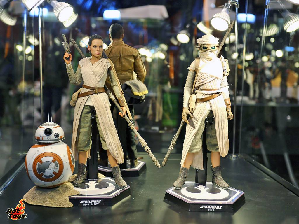 More Force Awakens Hot Toys Including Finn Rey And Bb 8